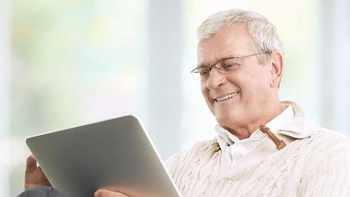 senior-on-tablet